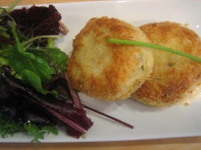 FISH CAKES WITH LEMON AIOLI