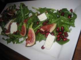 FIG AND GOAT CHEESE SALAD WITH POMEGRANATE VINAIGRETTE