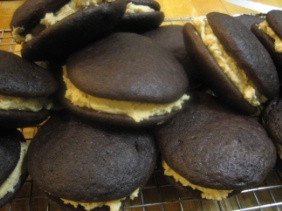 WHOOPIE PIES WITH PEANUT BUTTER CREAM FILLING