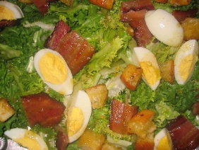 CURLY ENDIVE WITH CROUTONS, BACON AND HARD COOKED EGGS