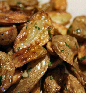 ROASTED FINGERLING POTATOES WITH HERBS