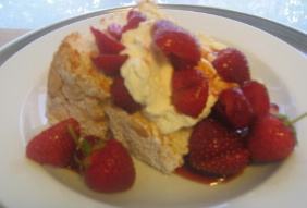 ANGEL FOOD CAKE WITH BALSAMIC STRAWBERRIES