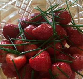 SPICY STRAWBERRY SALAD WITH CHIVES
