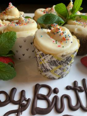 BIRTHDAY PARTY CARROT CAKE CUPCAKES