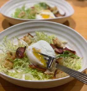 FRISEE SALAD WITH BACON, CROUTONS AND POACHED EGGS